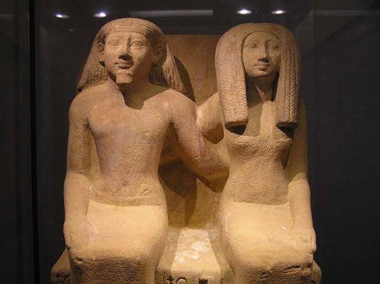 normallouvrestatueegyptienne.jpg