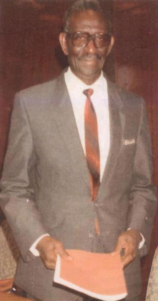 GRANDE JOURNEE D'HOMMAGE AU PROFESSEUR CHEIKH ANTA DIOP,SAVANT ET HUMANISTE AFRICAIN. dans Institut d'Etudes Panafricaines 734996_312096735557628_163201187_n