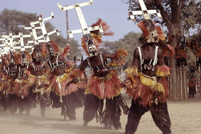 Mali, pays Dogon, la Falaise de Bandiagara, classee au patrimoine mondial de l'UNESCO, danses du Dama (lever de deuil) au village de Tireli, masque Kanaga.Mali, Dogon Country, Bandiagara Cliffs listed as World Heritage by UNESCO, Dama dances (end of mourning) in the village of Tireli, Kanaga mask.