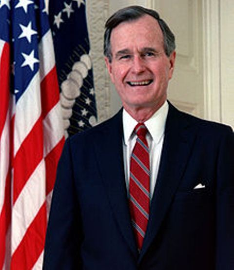 220px-George_H._W._Bush,_President_of_the_United_States,_1989_official_portrait